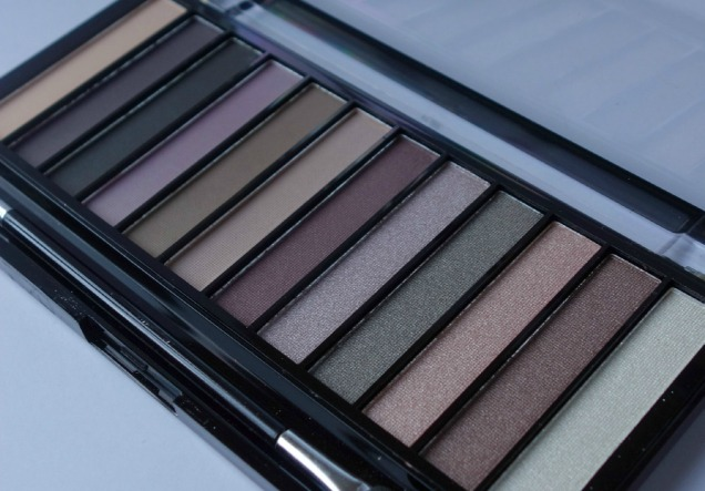 Makeup Revolution Romantic Smoked Palette (3).1