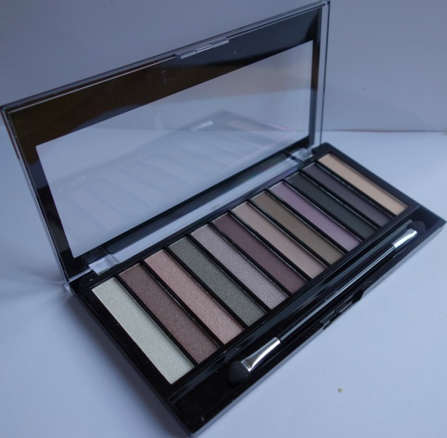 Makeup Revolution Romantic Smoked Palette (3)