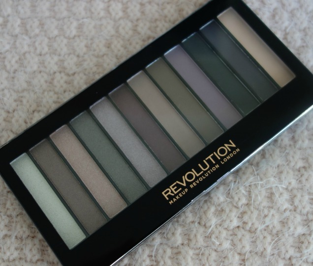Makeup Revolution Romantic Smoked Palette (5)