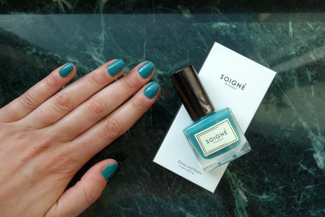 Soigne Botanique five free nail polish deep blue Glacage Turquoise